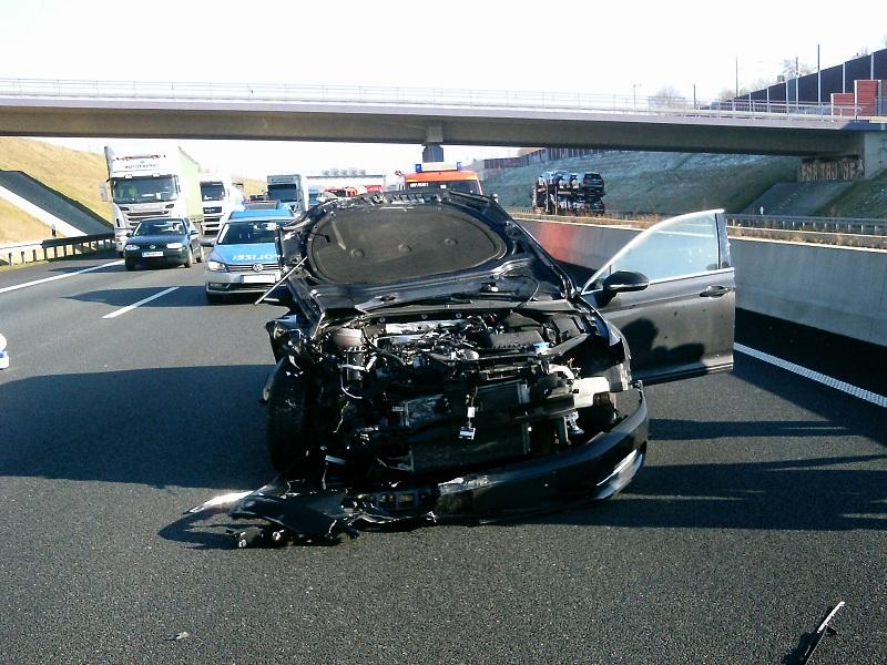 17.02.2016 – Verkehrsunfall mit drei verletzten Personen
