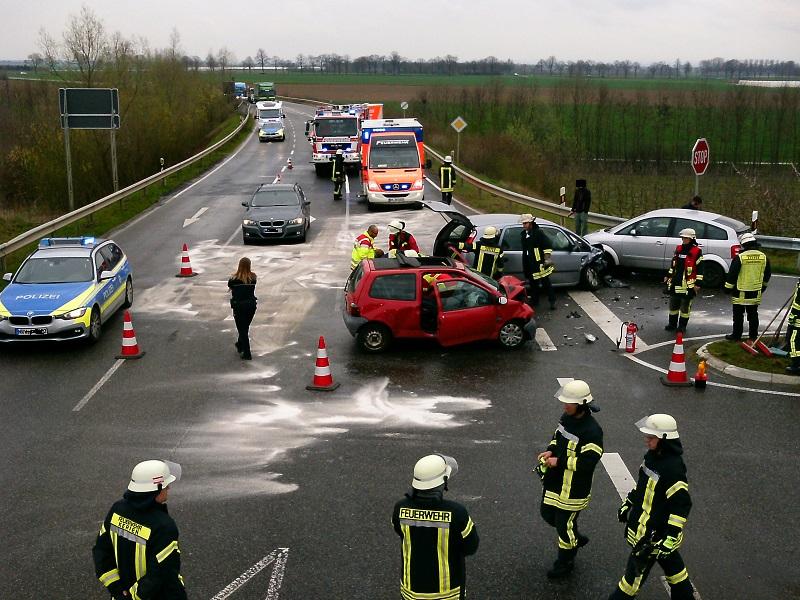 05.04.2016 – Verkehrsunfall auf der B477
