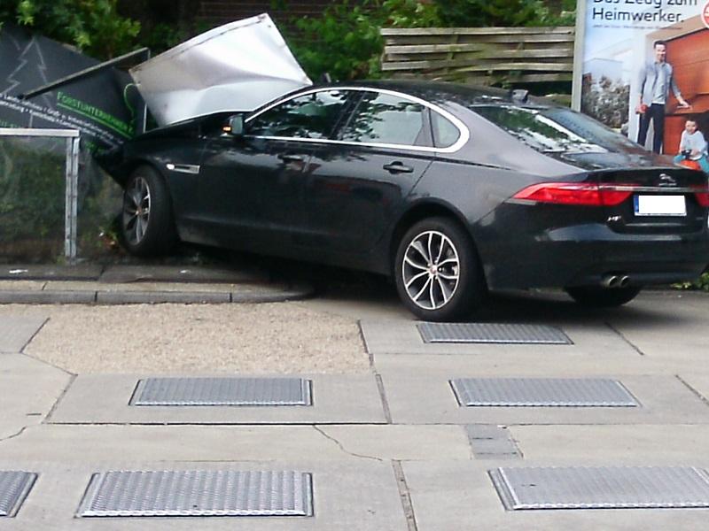 07.06.2016 – Unfall an einer Tankstelle in Türnich