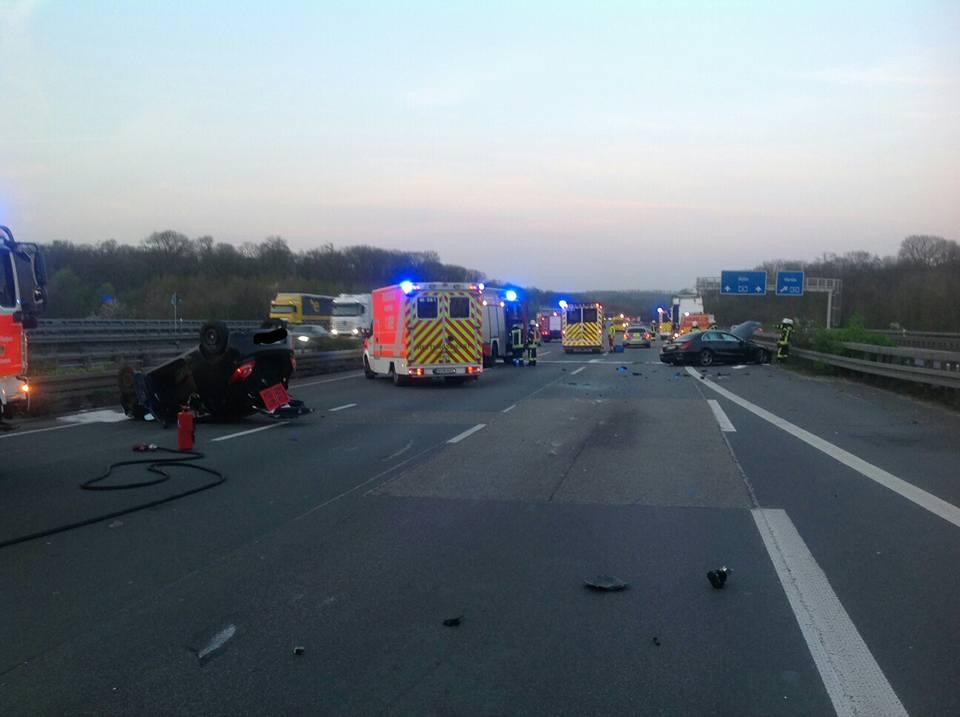 28.03.2017 – Verkehrsunfall auf der BAB 4 mit zwei überschlagenen PKW