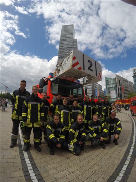 24.07.2017 – 20 Kerpener Feuerwehrleute bei Treppenlauf in Köln dabei