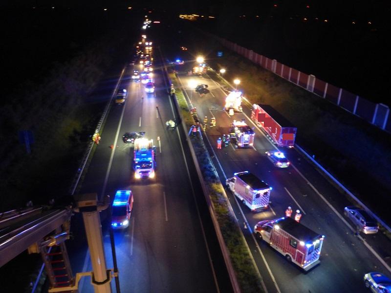 27.08.2017 – Verkehrsunfall auf der BAB 4 zwischen Merzenich und Elsdorf fordert vier Todesopfer