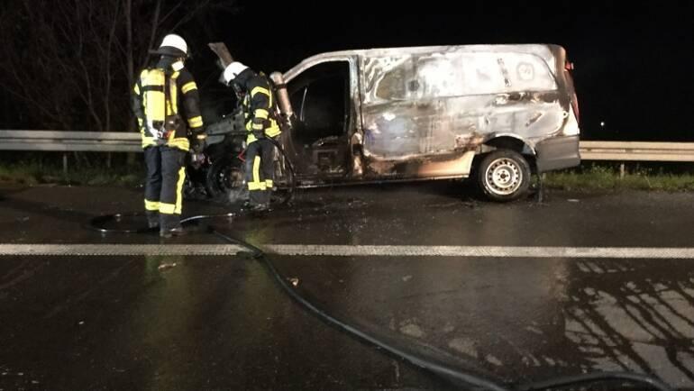 03.10.2017 – Kleintransporter auf der Autobahn 4 im Vollbrand