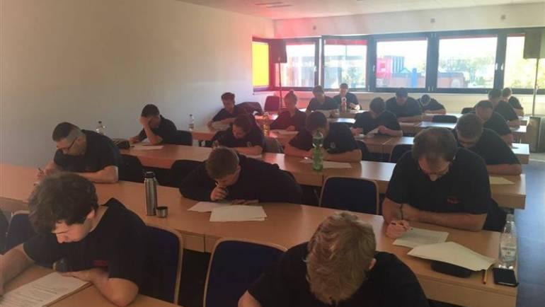 15.10.2017 – 21 neue Feuerwehrfrauen und Feuerwehrmänner für die Freiwillige Feuerwehr Kerpen