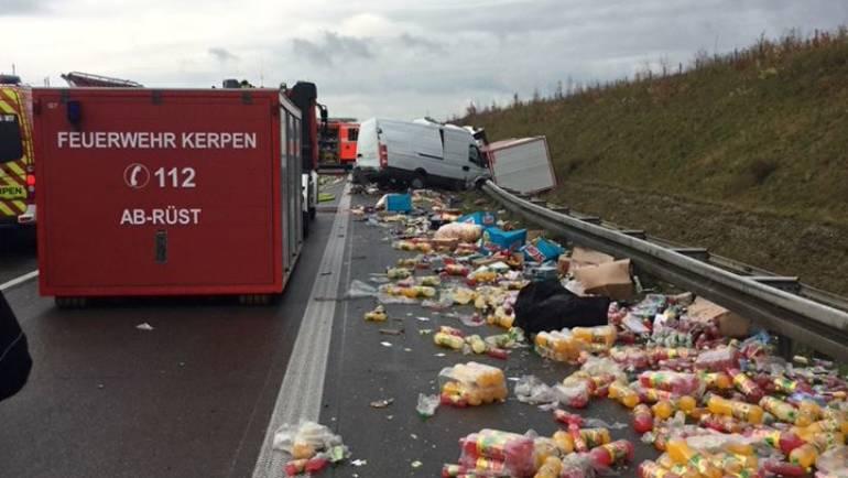 25.11.2017 – Verkehrsunfall zwischen LKW und Kleintransporter