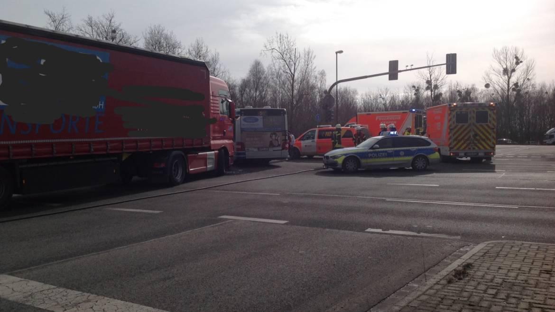 05.03.2018 – Verkehrsunfall zwischen LKW und Bus