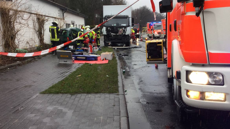 13.03.2018 – Schwerer Verkehrsunfall zwischen LKW und PKW
