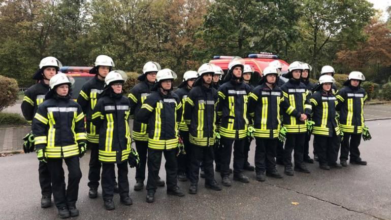 13.10.2018 – 18 neue Feuerwehrfrauen und Feuerwehrmänner