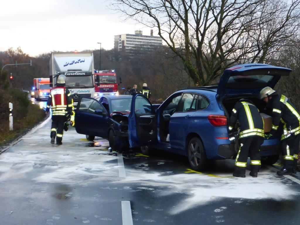 10.12.2018 – Schwerer Verkehrsunfall mit einer lebensbedrohlich verletzen Person