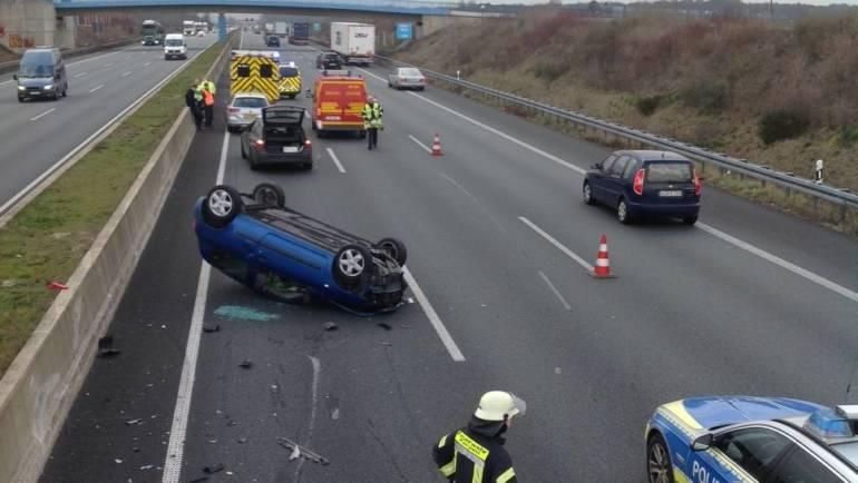 28.02.2019 – Überschlagener PKW auf der Autobahn 4 Richtung Aachen