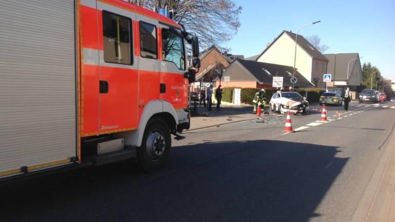 25.02.2019 – PKW und Linienbus krachen zusammen – alle Personen blieben unverletzt