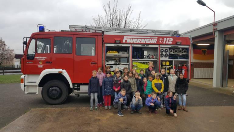 04.04.2019 – 3. Klasse der Buirer Grundschule besucht örtlichen Löschzug