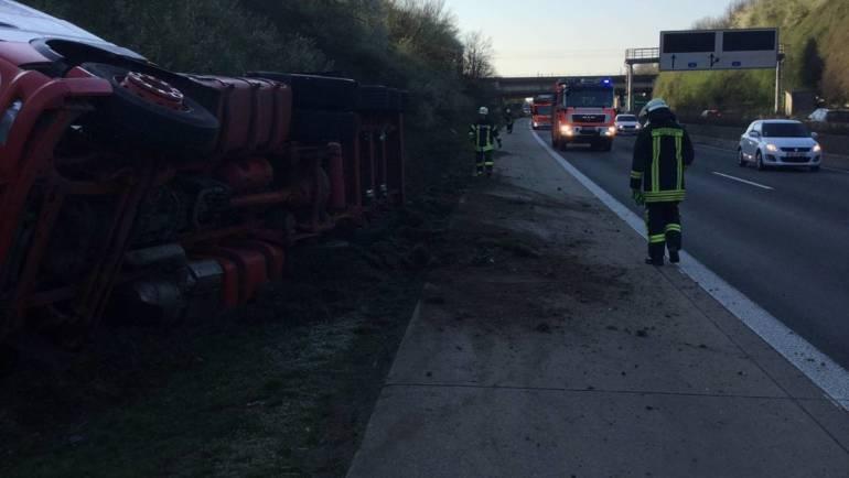 01.04.2019 – LKW von Fahrbahn abgekommen und umgekippt