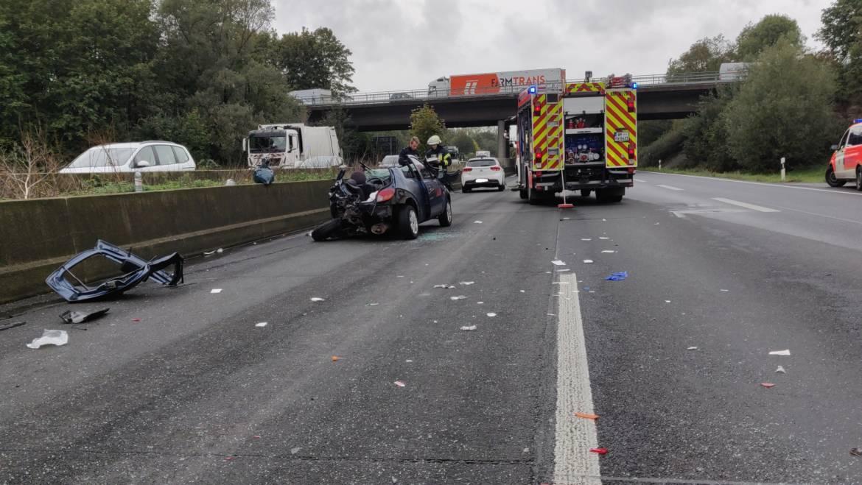 04.10.2019 – Schwerer Verkehrsunfall auf der Autobahn 61 mit drei schwer und einer leicht verletzten Person