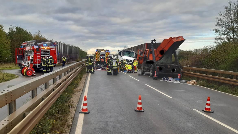 21.10.2019 – Frontalzusammenstoß von zwei LKW – zwei Personen lebensgefährlich verletzt