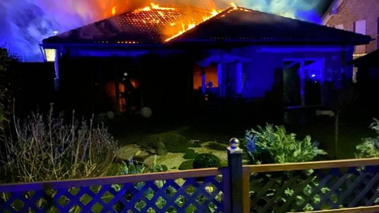 24.11.2019 – Gebäudebrand in Manheim – Dach teilweise eingestürzt