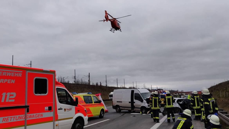 22.02.2020 – Schwerer Verkehrsunfall auf der Autobahn 4 – Kind lebensgefährlich verletzt