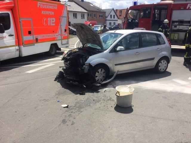 11.07.2020 – Verkehrsunfall in Kerpen-Buir und vermeintlicher Gebäudebrand in Kerpen