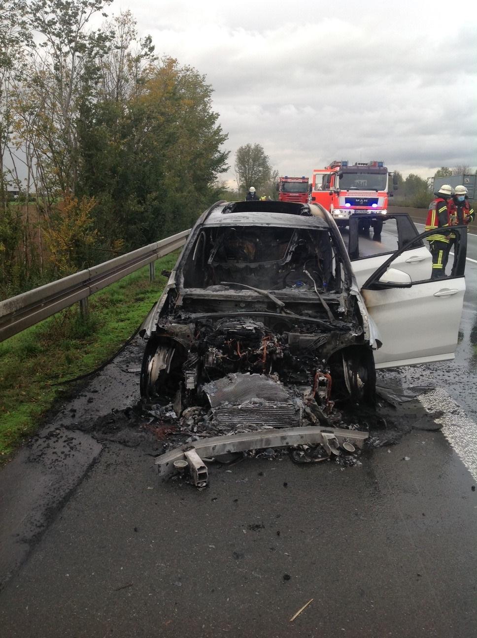 23.10.2020 – PKW auf der Autobahn ausgebrannt