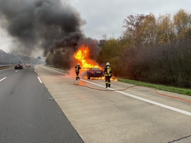 22.11.2020 – PKW auf der Autobahn ausgebrannt