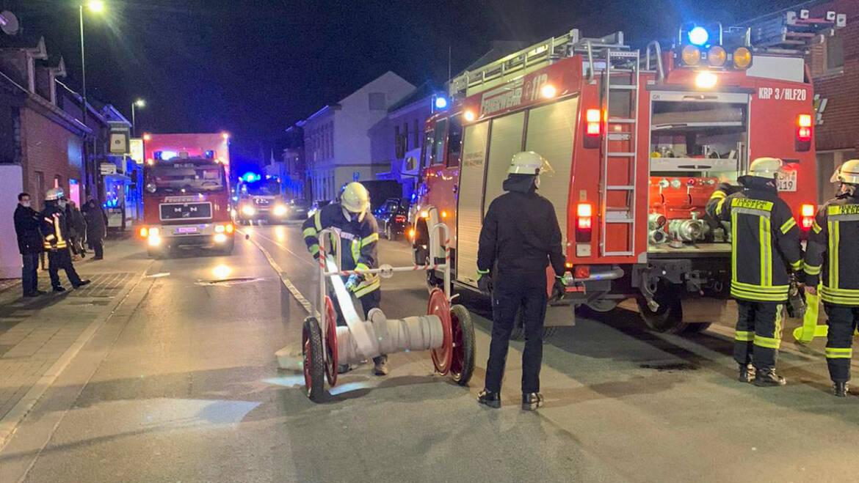 15.02.2021 – Rauchentwicklung aus Lagerhallendach in Kerpen-Blatzheim